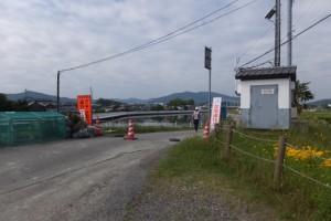 仮設橋の撤去作業現場へ向かう大型トレーラーの入口(勢田川水管橋架設工事)