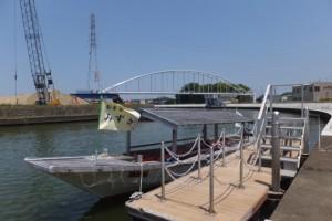川の駅 二軒茶屋に停泊する木造船みずき(勢田川)