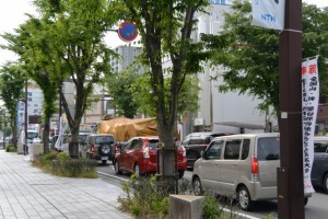 お木曳で役目を終えた奉曳車を運ぶトラック(八間通にて)