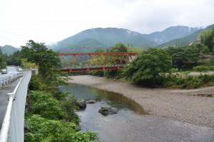 振り返って日向橋(一之瀬川)の遠望