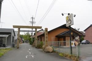 神館神社の参道(桑名市江場)