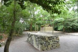 草奈伎神社(豊受大神宮摂社)と蕃塀
