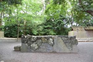 草奈伎神社、大間国生神社(ともに豊受大神宮摂社)の神域に立つ蕃塀