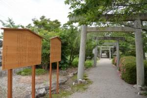 建て替えられた立札(有田神社)