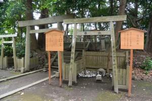 建て替えられた各種の立札(有田神社)