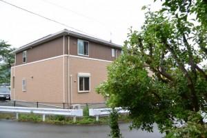 宇治山田神社(皇大神宮摂社)の前に建つアパート