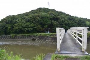 鏡宮神社から朝熊神社への歩道橋、朝熊橋(朝熊川)