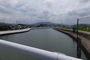 勢田大橋より望む勢田川の上流方向