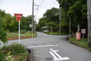 伊勢本街道(初瀬街道)から坂手国生神社(皇大神宮摂社)への交差点