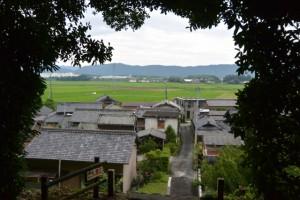 棒原神社(皇大神宮摂社)の参道、階段の中間点から望む蚊野神社方向