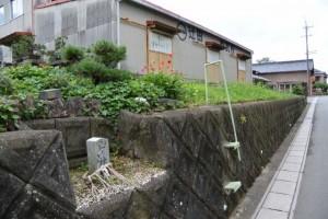 蚊野公民館の近く、辻田製瓦所前の山神(玉城町)