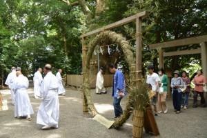 夏越の大祓、茅の輪くぐり(船江上社)