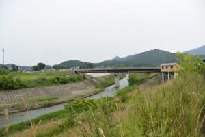 横輪川左岸堤防から望む横輪川