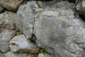 法雲上人が紀年銘を刻した石(桂林寺の石垣)