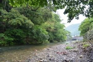横輪川の川原から望む共栄橋