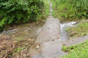 桂林寺付近から郷の恵・風輪へと続く小径に架かる沈下橋2(横輪川)