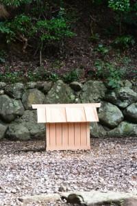 本殿仮移動後、御敷地に建てられた覆屋(松下社)