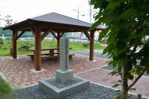 松井孫右衛門参道改良工事完成記念植樹碑付近
