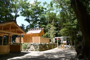 御祭禮の提灯が飾られた天王社(橘神社)