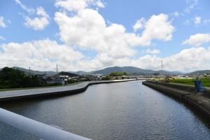 勢田大橋から勢田川の上流側、橘神社方向の遠望