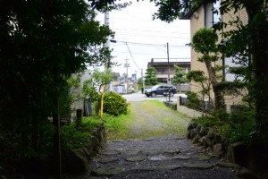 堅田神社(皇大神宮摂社)から望む国道42号