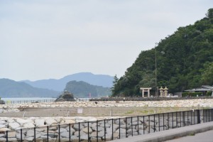 二見浦海岸から夫婦岩の遠望