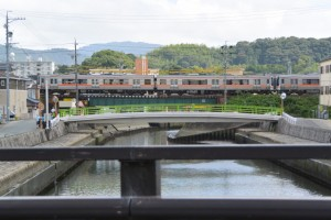 清浄坊橋(勢田川)から望むJR参宮線