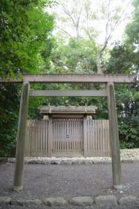 宇須乃野神社(豊受大神宮摂社)、縣神社(同末社)を同座