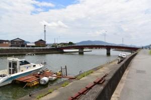 勢田川の左岸下流側から望む勢田大橋