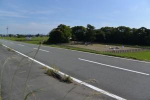 五十鈴川右岸堤防道路から望む御塩浜