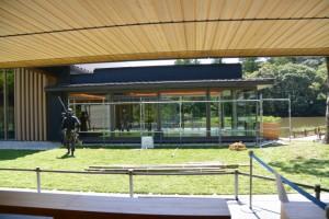 伊勢薪能の準備が進められていたせんぐう館休憩舎、勾玉池奉納舞台