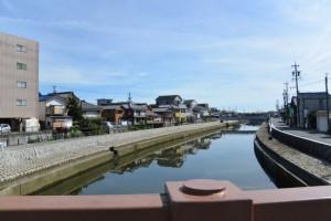 中橋から望む勢田川の下流側