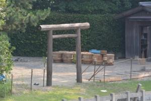 鹹水を詰める木樽(御塩浜)