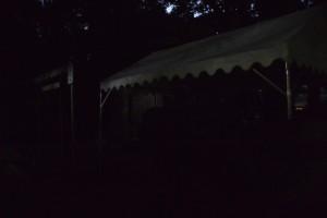 志等美神社・大河内神社(共に豊受大神宮摂社)の仮遷座祭前夜、打懸神社(同末社)の脇に立てられたテント