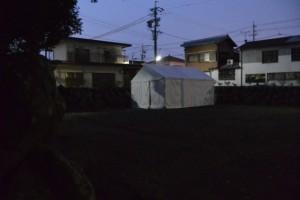 志等美神社・大河内神社(共に豊受大神宮摂社)の仮遷座祭前夜、上社の境内の隅に立てられたテント