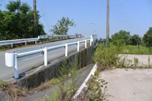 説明板の前から宮川右岸 桜の渡し場跡方向へ
