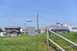 宮川(左岸)桜の渡し場跡付近から堤防へ
