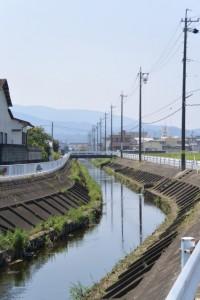 汁谷川に合流する菱川(伊勢市小俣町宮前)