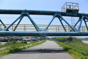 水管橋くぐり(宮川右岸堤防道路)