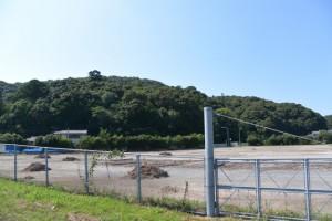 田上大水神社付近から貯木場越しに遠望する山末神社方向