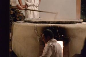荒塩の焚き上げ作業(御塩焼所)