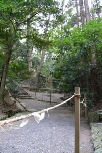 度会大国玉比賣神社(豊受大神宮摂社)の石階下付近