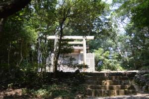 神前神社(皇大神宮摂社)、許母利神社・荒前神社(ともに同末社)を同座