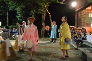 麻加江かんこ踊り、道化た飛び入り(慶林寺)