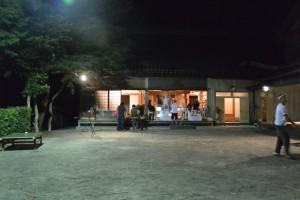 麻加江かんこ踊り、踊りの後で(慶林寺)
