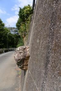 第二伊勢道路河内橋橋脚付近から河内ダム方向へ(鳥羽市河内町)続く道