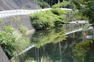 第二伊勢道路の河内橋下付近を流れる鳥羽河内川(鳥羽市河内町)