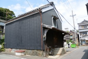 建ち並ぶ蔵(三重-7 5758付近)
