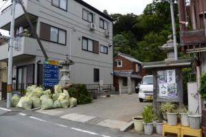 賀多神社参道入口付近(鳥羽市鳥羽)