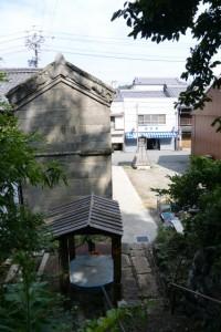 水場と石蔵(三重-7 3385付近)